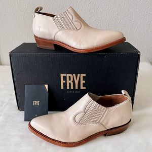 ✨New FRYE Billy Pointed Leather Shooties Booties